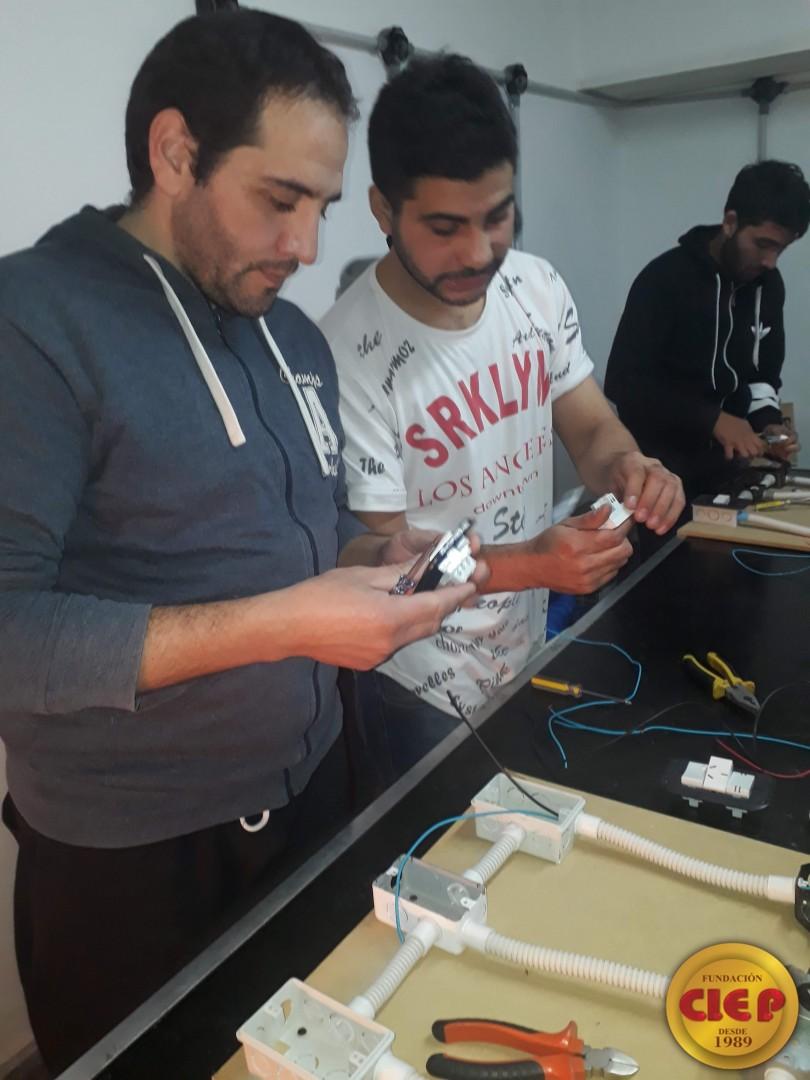 Prácticas formativas para alumnos de Electricidad Domiciliaria
