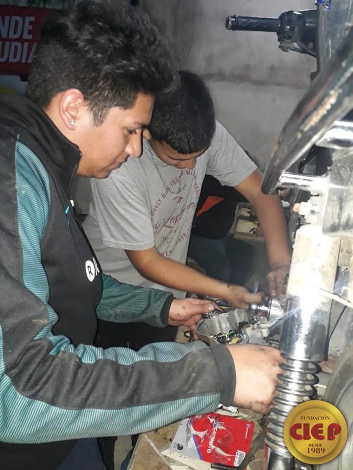 Prácticas formativas de los alumnos de Mecánica de Motos